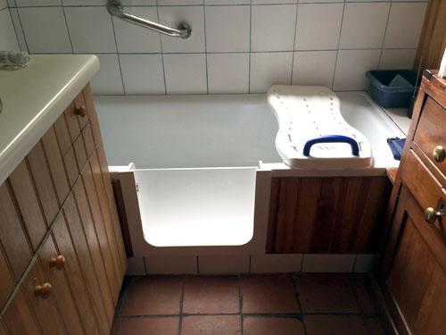 baignoire à porte sécurisée